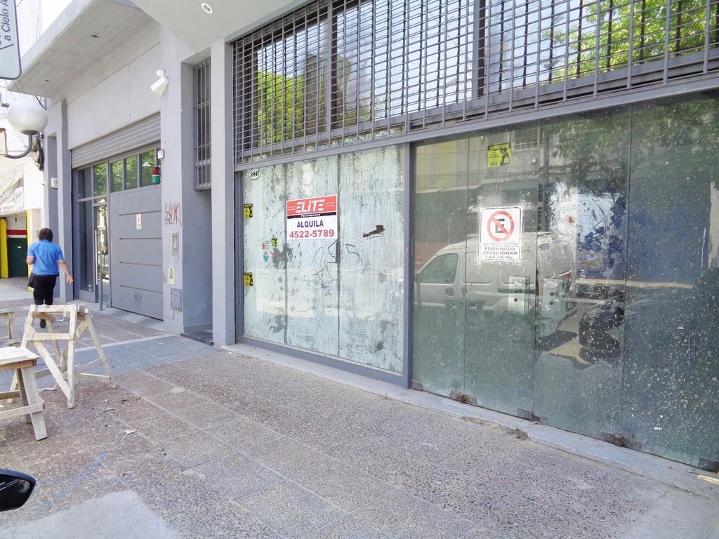 Gran local en alquiler en av. Jonte con oficinas, entre piso y baulera