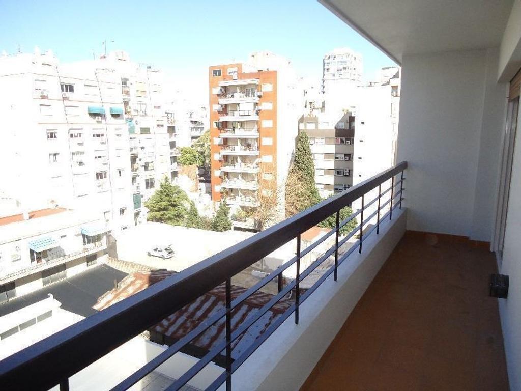 Gran depto 2 amb en alquiler con cochera cubierta y balcon corrido